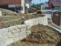 Geländeterrassierung und Mauerbau
